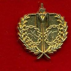 Pins de colección: INSIGNIA ORO DE LA HERMANDAD O COFRADIA DE LA SEMANA SANTA DE SAN FERNANDO( LA SOLEDAD )Nº94. Lote 73010459