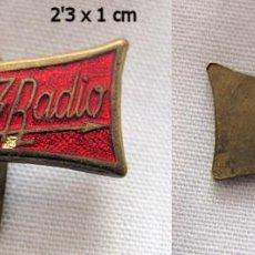 Pins de colección: INSIGNIA ANTIGUA HERCULES RADIO PIN. Lote 74250179