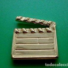 Pins de colección: PIN CLAQUETA DE CINE - PELICULAS - METALICO DORADO - PELICULA DIRECTOR. Lote 77552093