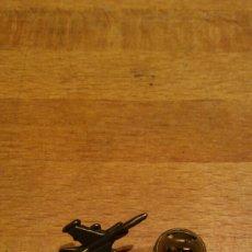 Pins de colección: PIN AVION METAL. Lote 77635746