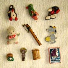 Pins de colección: LOTE 15 ANTIGUOS IMPERDIBLES BROCHES PINS VARIADOS ANIMALES OBJETOS ESPEJOS CASTAÑUELAS. Lote 124564388