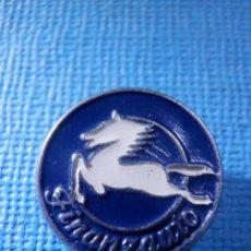 Pins de colección: INSIGNIA OJAL CHAQUETA - FINANZAUTO - PEGASO - TALLERES - AUTOMOCION - VEHICULOS - CAMIONES. Lote 82057388