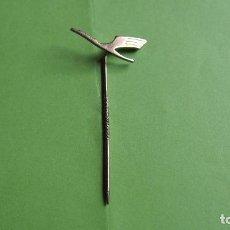Pins de colección: PIN ESCUDO EMBLEMA INSIGNIA COMPAÑIA AEREA LUFTHANSA. AVION. VUELO. AÑOS 1960. Lote 108354371