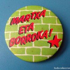 Pins de colección: CHAPA PIN POLITICO. HERRI BATASUNA. MARTXA ETA BORROKA (PINS POLITICOS, CHAPAS POLITICAS). Lote 86074136