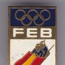 Pins de colección: ANTIGUO PIN DE AGUJA DE LA FEDERACION ESPAÑOLA DE BOBSLEIGH. Lote 86852856