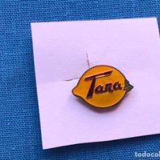 Pins de colección: PIN - INSIGNIA OJAL PUBLICIDAD TANA, BENIAJAN MURCIA. Lote 86911136