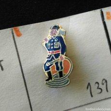 Pins de colección: ANTIGUO PIN INSIGNIA MÚSICO BANDA TAMBOR ALFILER AGUJA ESMALTADO. Lote 86969176