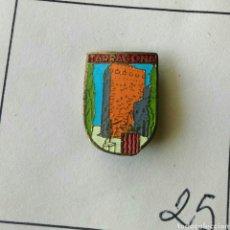 Pins de colección: ANTIGUO PIN INSIGNIA AGUJA IMPERDIBLE TARRAGONA ESCUDO RARO. Lote 87005276
