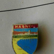 Pins de colección: ANTIGUO PIN INSIGNIA AGUJA IMPERDIBLE MASNOU ESCUDO RARO. Lote 87014192