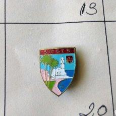 Pins de colección: ANTIGUO PIN INSIGNIA AGUJA IMPERDIBLE SITGES ESCUDO RARO. Lote 87015424
