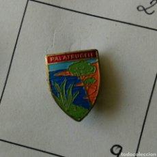Pins de colección: ANTIGUO PIN INSIGNIA PALAFRULLELL AGUJA IMPERDIBLE ESCUDO RARO. Lote 87036748