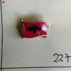 Pins de colección: ANTIGUA INSIGNIA AGUJA ALFILER BANDERA DE ALBANIA ESMALTADO. Lote 87056274