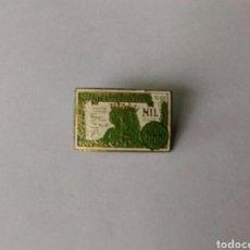Pins de colección: ANTIGUA INSIGNIA AGUJA NO PIN BILLETE MIL PESETAS 1000 REYES CATÓLICOS. Lote 89197878
