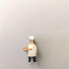 Pins de colección: ANTIGUO PIN INSIGNIA COCINERO COCINA OFICIOS. Lote 89302183