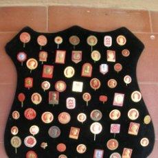 Pins de colección: PINS POLITICOS.LOTE DE 69 PINS RELACIONADOS CON EL PARTIDO SOCIALDEMÓCRATA SUECO.. Lote 95220427