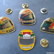 Pins de colección: 4 PINS PIN CASCOS DE FÓRMULA 1 O MOTOS. PUBLICIDAD DE MARLBORO. MARCAS DE TABACO. DEPORTES.. Lote 95854531