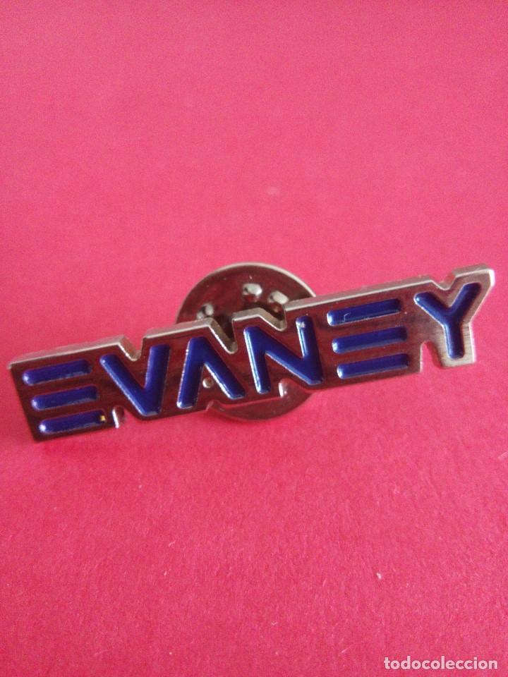 Pin Evaney - marca gafas deportivas - ciclismo - segunda mano