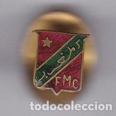 Pins de colección: ANTIGUO PIN DE OJAL CON LAS INICIALES FMC (FEDERACION MARROQUI DE CICLISMO?). Lote 97384579