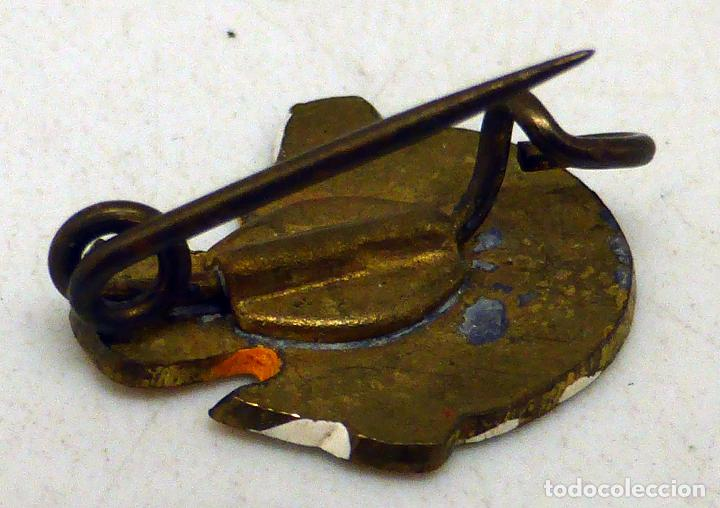 Pins de colección: Pin Pollito saliendo cascarón metal y esmalte años 60 - Foto 2 - 97778435