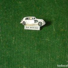 Pins de colección: PIN COCHE ROLLS ROYCE R.R. 25/30 1939 - ESMALTADO BLANCO. Lote 98126019