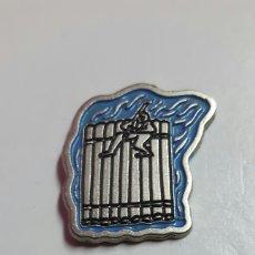 Pins de colección: PIN PALLARS JUSSA- CATALUÑA MODERNA - EL PAIS LA CAIXA - 1995 - DISEÑADOR PERICO PASTOR -. Lote 98510632