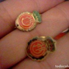 Pins de colección: LOTE DOS PINES PIN PINCHO Y ALFILER MALLORCA ESCUDO FUTBOL. Lote 98808235