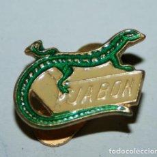Pins de colección: PIN PARA SOLAPA - JABÓN LAGARTO. Lote 99225635