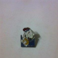 Pins de colección: PIN PLAN JOVEN VITORIA GASTEIZ. Lote 101157643