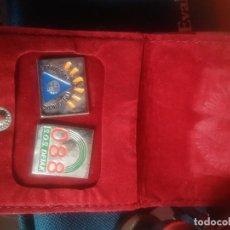 Pins de colección: ESTUCHE TERCIOPELO CON 2 PIN DE EMERGENCIA LARRIALDIAK. Lote 102495471