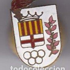 Pins de colección: INSIGNIA PIN SOLAPA OJAL AÑOS 50 POR IDENTIFICAR AROS OLIMPICOS BARCELONA ANTORCHA. Lote 102594267