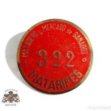 Pins de colección: INSIGNIA DE MATADERO Y MERCADO DE GANADOS. MATARIFES - NUMERO 322. Lote 102624027