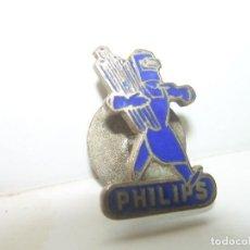 Pins de colección: ANTIGUA INSIGNIA ESMALTADA....LAMPARAS PHILIPS...AÑOS 20. Lote 104182367
