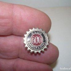 Pins de colección: ANTIGUA INSIGNIA ....CLUB 600...BARCELONA.. Lote 104182851