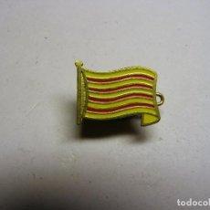 Pins de colección: PIN INSIGNIA BANDERA DE CATALUNYA, AÑOS 70.. Lote 104239255