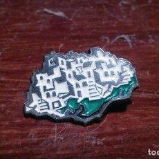 Pins de colección: PIN DE TIPICO PUEBLO ANDALUZ. Lote 104284919