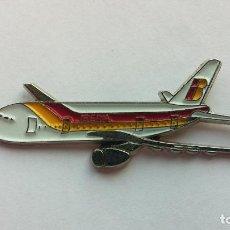 Pins de colección: PIN AVION IBERIA. Lote 104285803