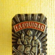 Spille di collezione: INSIGNIA PARA OJAL DE SOLAPA - LA EQUIDAD - SEGUROS - MUY RARA Y MUY ESCASA. Lote 105223519