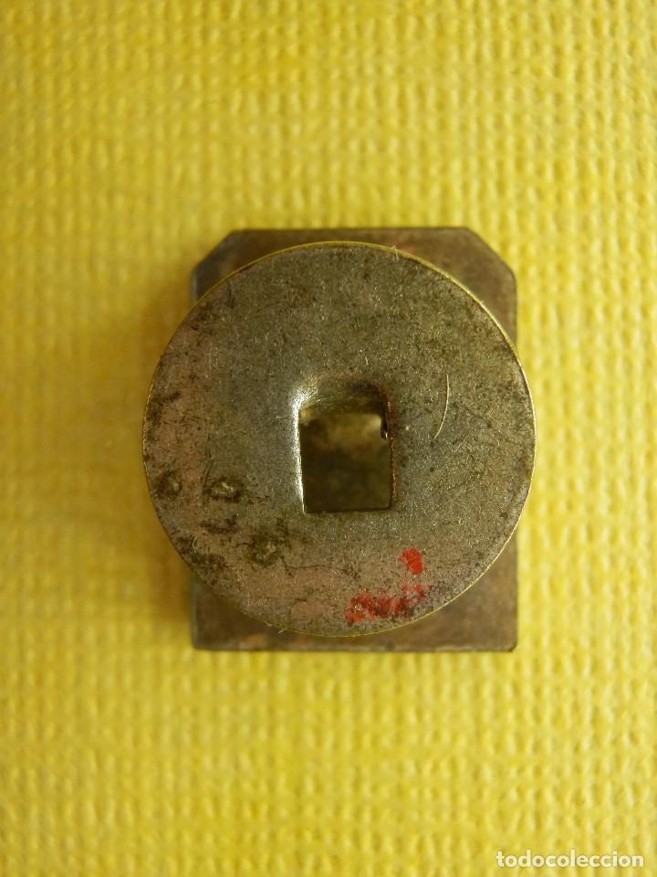 Pins de colección: Insignia para ojal de solapa - La Equidad - Seguros - Muy rara y muy escasa - Foto 3 - 105223519