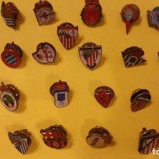 Pins de colección: PINS DE ESCUDO DE FÚTBOL DE ESPAÑA, AÑOS 70 Y 80. Lote 105674715