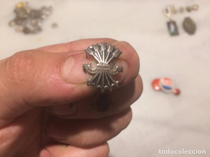 Pins de colección: Antiguos 2 pin / pins chapa / chapas, uno del valle de los caidos y el otro de la Falange Española - Foto 3 - 105676299