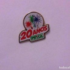 Pins de colección: PIN 20 AÑOS PRYCA P82. Lote 107044995
