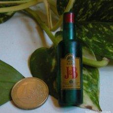 Pins de colección: PIN GIGANTE DE BOTELLA DE JB WHISKY ALCOHOL PUBLICIDAD DÉCADA DE LOS 80. Lote 107797303