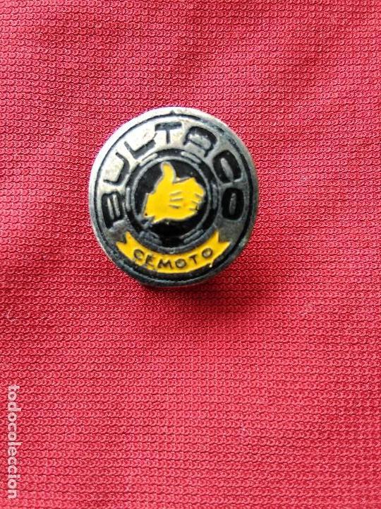 INSIGNIA SOLAPA MOTO BULTACO CEMOTO (Coleccionismo - Pins)