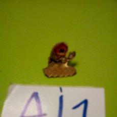 Pins de colección: PIN GALLETA DORADA MARBU KARATE KARATECA. Lote 109505747
