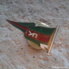 Pins de colección: ANTIGUA INSIGNIA DE OJAL PIN COLECCIÓN ROJO VERDE. Lote 110131031
