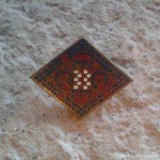 Pins de colección: ANTIGUO PIN BROCHE ESCUDO. Lote 110147683
