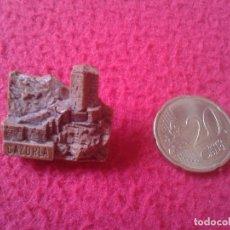 Pins de colección: BONITO PIN CAZORLA JAEN ANDALUCÍA ESPAÑA SPAIN CASTILLO O SIMILAR. CREO FABRICADO EN PASTA O SIMIL . Lote 111706851