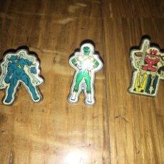 Pins de colección: LOTE 3 PINS POWER RANGERS 1995. Lote 111736634