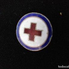 Pins de colección: INSIGNIA CRUZ ROJA ESMALTADA. Lote 112721759