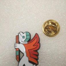 Pins de colección: PIN MASCOTA ESQUI. Lote 113119975